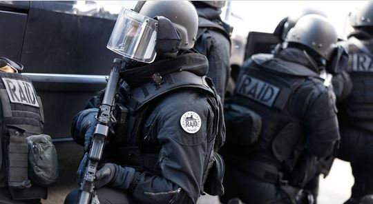 tenue_police_nationale_raid